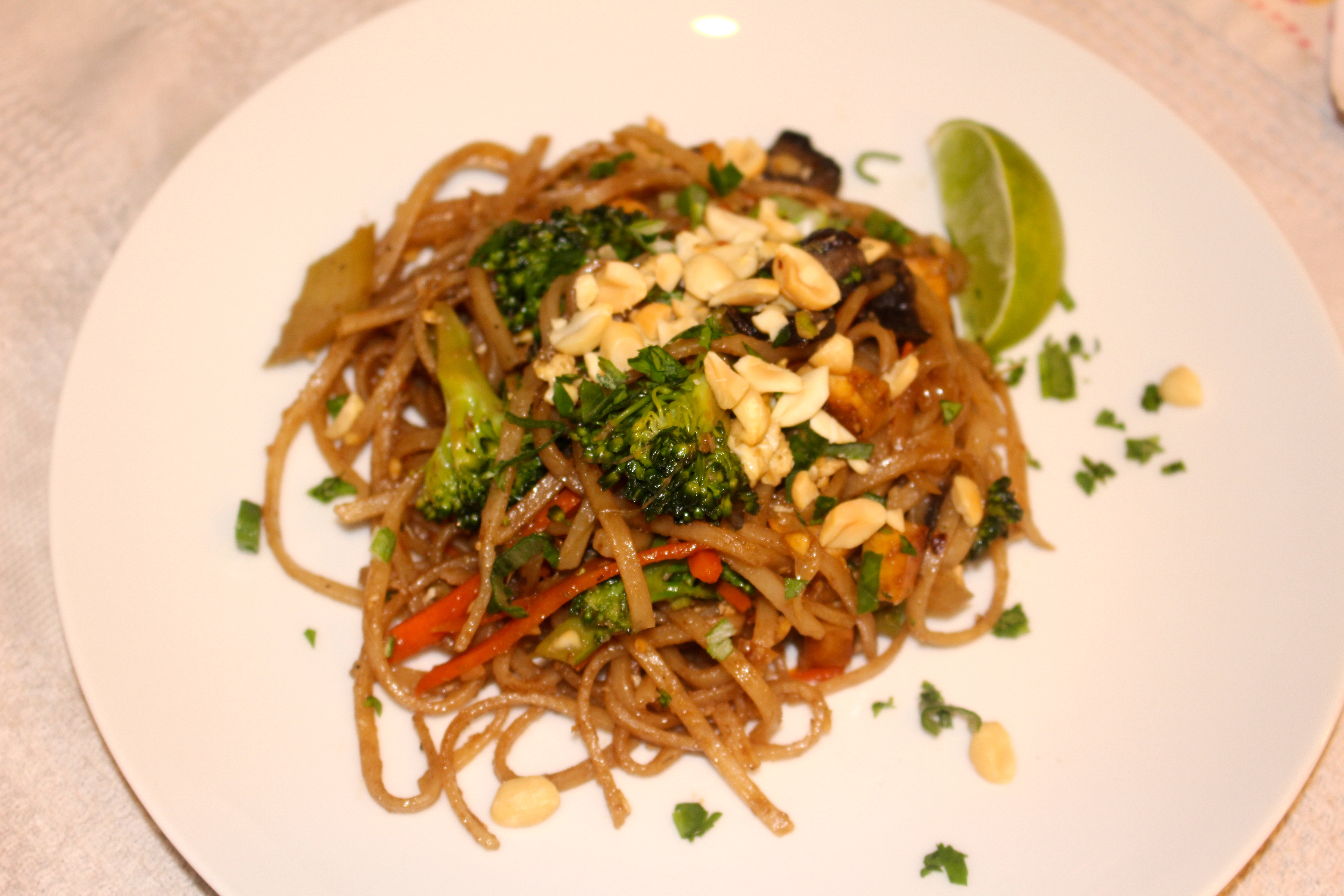 Recipe: Vegetable Pad Thai Noodles | iEatGreen